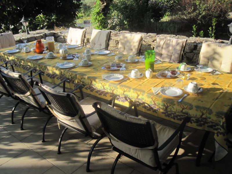 Sommerküche Für Gäste : Gästezimmer les vans ardeche gästezimmer und abendessen le mas